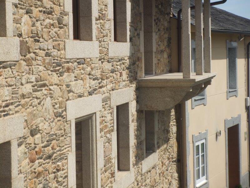 balcon con canes de canteria